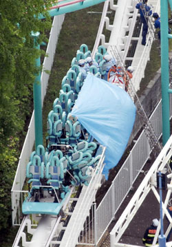 14 die in roller coaster accident