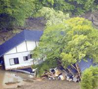 Unsalvageable: A collapsed hot-spring inn in Kurihara, Miyagi Prefecture, shows the devastating impact of the magnitude-7.2 earthquake that struck Miyagi and Iwate prefectures on June 14.