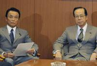 Who's next?: Prime Minister Yasuo Fukuda (right) and Taro Aso, the Liberal Democratic Party secretary general, meet with LDP executives in Tokyo Tuesday morning. | KYODO PHOTO