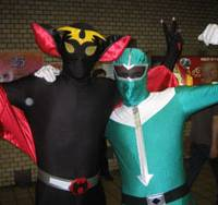Dynamic duo: Lee Vine (right) poses as the Green Ranger from the 'Power Rangers' TV show while brother Lindsay makes like a bat at the Cosplay Parade in Nagoya on Aug 2. | MINORU MATSUTANI