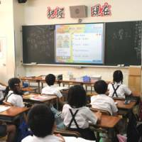 Cramming: Students study at Tokyo Chinese School in the Yotsuya district. | SATOKO KAWSAKI PHOTO