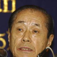Former counsel: Hiromu Nonaka, a veteran kingmaker, answers a question at a press conference in Tokyo on Sept. 16, 2003. Nonaka has retired from politics. | AP PHOTO