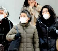 Mask-market: Women looking to ward off the spread of colds and flu walk through the Marunouchi district in Tokyo last month. | SATOKO KAWASAKI PHOTO