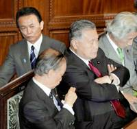 Strange bedfellows: Former Prime Minister Junichiro Koizumi (right) attends a Diet session last month sitting next to his predecessor, Yoshiro Mori, as Prime Minister Taro Aso walks behind them. | KYODO PHOTO