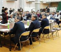 Local participation: Members of the '100-man committee' made up of residents of Chizu, Tottori Prefecture, hold a public hearing in December. | KYODO PHOTO