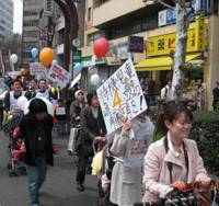 Taking it to the streets: Scores of people push baby strollers through the streets of Shibuya Ward, Tokyo, on April 5 in a march organized by nonprofit Fathering Japan to demand better day care facilities for preschoolers. | FATHERING JAPAN PHOTO
