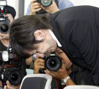 No prison blues: Pop music producer Tetsuya Komuro bows in apology Monday at a news conference in Osaka after receiving a suspended sentence. | KYODO PHOTO