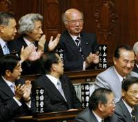Surgery over: Former Foreign Minister Taro Nakayama (top right), one of the architects behind the revised organ transplant bill that cleared the Lower House on Thursday, applauds with fellow LDP bigwigs in the chamber. | KYODO PHOTO