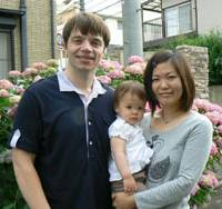 Summer love: Matthew Wortley and Hiromi Fujii pose with their daughter, Emma, in Higashi-Murayama, Tokyo, on June 6. | KAZUAKI NAGATA PHOTO