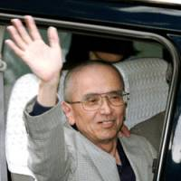 Free at last: Toshikazu Sugaya waves following his release from Chiba prison June 4. | KYODO PHOTO