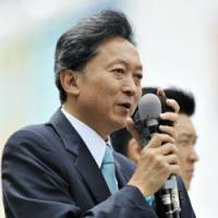 Make or break: Yukio Hatoyama, president of the Democratic Party of Japan, stumps for a DPJ candidate outside JR Tokorozawa Station in Saitama Prefecture Thursday. Prime Minister Taro Aso, the Liberal Democratic Party chief, enters LDP headquarters in Tokyo Tuesday. | KYODO PHOTO