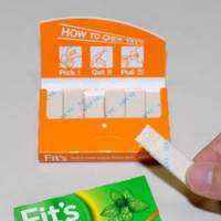 Pick and chews: Lotte Co.'s new Fit's gum, with its easy-to-open package, is proving a hit. | YOSHIAKI MIURA PHOTO