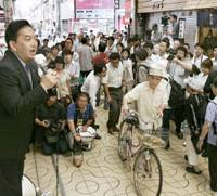 Legwork: New Party Nippon leader Yasuo Tanaka speaks to voters in a shopping arcade in Amagasaki, Hyogo Prefecture, on Aug. 18 as campaigning begins for the Lower House election. | KYODO PHOTO