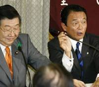 Placeholder: Former farm minister Masatoshi Wakabayashi sits next to outgoing Prime Minister Taro Aso during a meeting Tuesday of Liberal Democratic Party members from both Diet chambers. | KYODO PHOTO