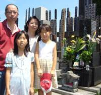 Latin offshoot: The Ota family poses in front of an ancestral grave site in Tokyo's Itabashi Ward on Aug. 16. | COURTESY OF HIROHITO OTA