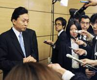 Full court press: Prime Minister Yukio Hatoyama faces reporters Tuesday at the Prime Minister's Official Residence in Tokyo. | KYODO PHOTO
