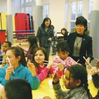 Thank you: Teachers from Miyagi Prefecture meet students of Thompson Elementary School in Washington on Thursday. | KYODO