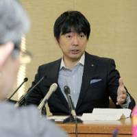 Making the rounds: Osaka Mayor Toru Hashimoto talks with board of education officials Tuesday at City Hall. | KYODO