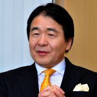 One step at a time: Ex-economic and fiscal policy minister Heizo Takenaka, currently a professor at Keio University, is interviewed by The Japan Times in Tokyo earlier this month. | YOSHIAKI MIURA