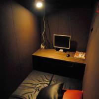 Crossing a line: Individual rooms like this one in an Internet cafe in Warabi, Saitama Prefecture, in July 2008, are no longer permitted in Osaka. | YOSHIAKI MIURA