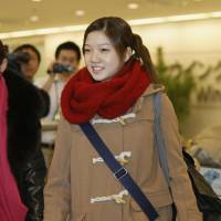 Brava!: Madoka Sugai, who won the top prize at the Prix de Lausanne ballet competition, arrives at Narita airport in Chiba Prefecture Monday morning. | KYODO
