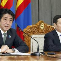 Abe, Mongolian chiefs to cooperate on resource projects, North Korea