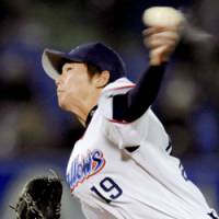 Tokyo Yakult Swallows starter Masanori Ishikawa has a 3-1 record this season. The seventh-year hurler is the first pitcher in team history to win at least 10 decisions in each of his first five years. | KYODO PHOTO