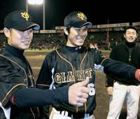 Young guns: Yoshiyuki Kamei (left) and Hayato Sakamoto give the Yomiuri Giants hope for the future. | KYODO PHOTO
