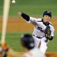 Milestone win: Swallows pitcher Yoshinori Sato, an 18-year-old rookie, picks up the first victory of his professional career against the Giants on Saturday at Jingu Stadium. Yakult defeated Yomiuri 7-4. | KYODO PHOTO