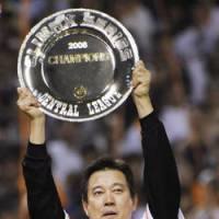 Displaying the hardware: Yomiuri Giants manager Tatsunori Hara celebrates after the Giants' win over the Chunichi Dragons in the second stage of the Central League Climax Series on Oct. 25. | KYODO PHOTO
