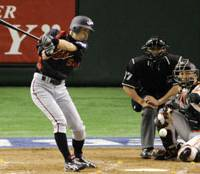 What's the answer?: Ichiro Suzuki has been mired in a perplexing hitting slump in the leadup to the second World Baseball Classic. | KYODO PHOTO