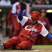 Cuba tops Mexico to keep hopes alive