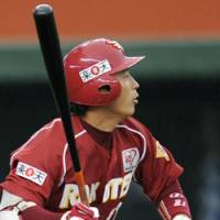 Winning streak: Daisuke Kusano slams a tiebreaking two-run single in the fifth inning to help the Rakuten Eagles defeat the Seibu Lions 6-3. | KYODO PHOTO