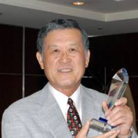 Historic figure: Masanori Murakami accepts a Lifetime Achievement Award from the Foreign Sportswriters Association of Japan and Association of American Baseball Research at a dinner in Tokyo on Tuesday night. | YOSHIAKI MIURA PHOTO