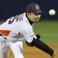 Strong effort: Yakult ace Shohei Tateyama holds the Tigers to five hits in the Swallows' 5-0 win on Thursday. | KYODO PHOTO