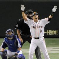 Big blast: Giants veteran Yoshitomo Tani celebrates his third-inning grand slam of Dragons pitcher Kenichi Nakata in Game 4 of the Central League Climax Series second stage on Saturday at Tokyo Dome. | KYODO PHOTO