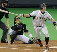 Captain's role: Yomiuri's Shinnosuke Abe hits a run-scoring double in the second inning. | KYODO PHOTO