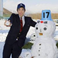 Prized pickup: Southpaw standout Yusei Kikuchi enjoys the spotlight on Saturday after agreeing to a contract with the Saitama Seibu Lions. | KYODO PHOTO