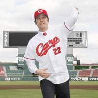 Back in town: Veteran southpaw Ken Takahashi returns to the Hiroshima Carp after a one-year stint in the big leagues. | KYODO PHOTO