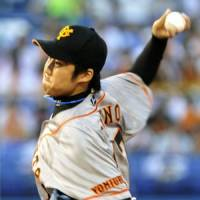 At the top: Giants starter Shun Tono, tied for the CL lead in wins with nine, holds the Dragons to five hits on Tuesday at Jingu Stadium. Yomiuri defeated Tokyo Yakult 5-1. | KYODO PHOTO