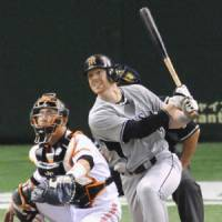 Skilled batsman: Tigers outfielder Matt Murton is on pace to break Ichiro Suzuki's single-season NPB hit record. | KYODO PHOTOS