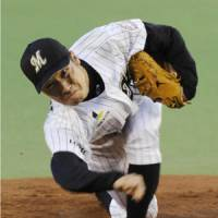Shunsuke Watanabe of the Chiba Lotte Marines pitches against the Saitama Seibu Lions at Chiba Marine Stadium on Friday. | KYODO PHOTOS