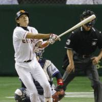 Going, going, gone: Hayato Sakamoto has hit 31 home runs for the Giants this season. | KYODO PHOTO