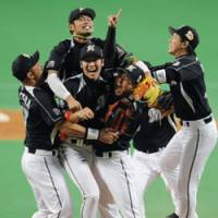 INCREDIBLE FEELING: The Chiba Lotte Marines celebrate their Japan Series title after beating the Chunichi Dragons 8-7 in 12 innings in the seventh game. | KYODO PHOTO