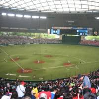 Home of the Lions: The Seibu Dome in the western Tokyo suburb of Tokorozawa is a fun place to watch a game ? once you get there. | WAYNE GRACZYK PHOTO