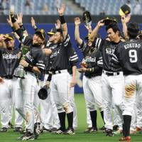 Big winners: The Pacific League-leading Fukuoka Softbank Hawks celebrate winning their third interleague title. | KYODO