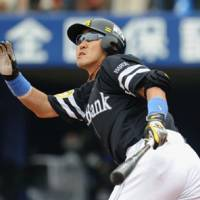 Familiar with the Central League: Softbank's Seiichi Uchikawa, who joined the Hawks as a free agent from the Yokohama BayStars in offseason, was named the MVP of interleague play this season. | KYODO PHOTO