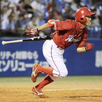 Making it happen: Carp infielder Akihiro Higashide finishes with three hits and two RBIs against the Swallows on Tuesday at Jingu Stadium. Hiroshima defeated Tokyo Yakult 6-3. | KYODO