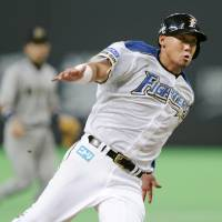 Sho time: Hokkaido Nippon Ham's Sho Nakata rounds the bases in the Fighters' 3-2 win over the Buffaloes on Sunday. | KYODO