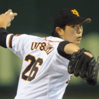 Down to the wire: Giants lefty Tetsuya Utsumi and his Yomiuri teammates drop a 2-1 decision to the Hanshin Tigers on Wednesday at Tokyo Dome. | KYODO